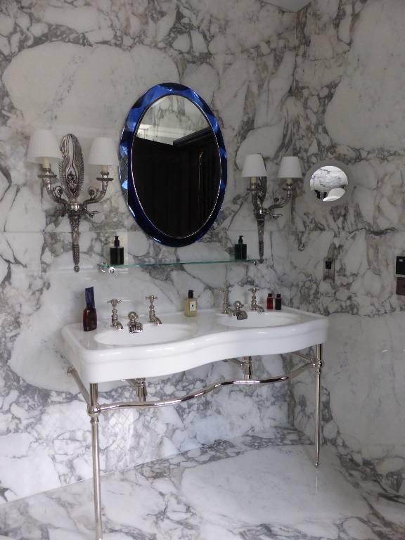 Bathroom in arabescato marble, 2011