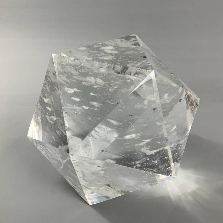 Large quartz decoratice piece